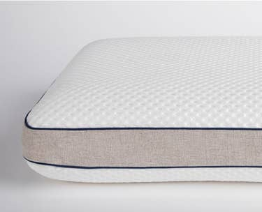 dreamcloud best rest memory foam pillow